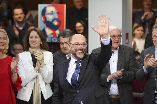 Bývalý predseda europarlamentu Martin Shulz bude s Angelovou Merkelovou súperiť o post kancelára.