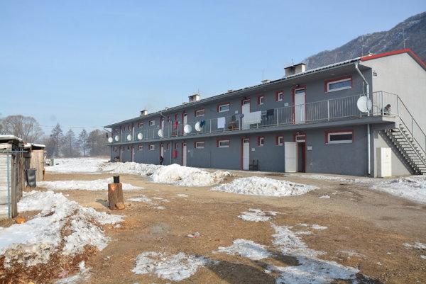 Kunová Teplica. Obec sa kvôli sociálnej bytovke už netopí vdlhoch.