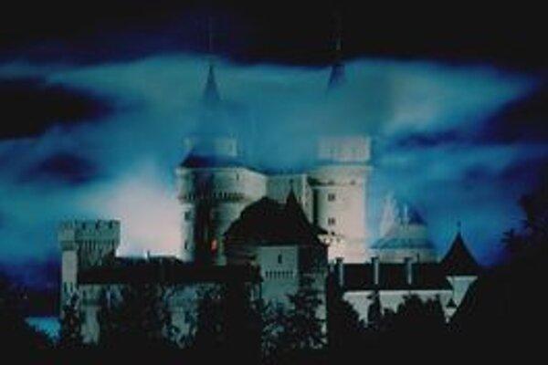 Zámok po sedemnásty raz ovládnu duchovia a strašidlá.