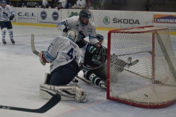 Novozámčania brali vpiatok spod Tatier dva body. Záber zpredchádzajúceho zápasu týchto dvoch súperov, ktorý sa hral vNových Zámkoch.