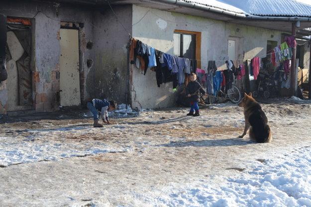 Deti žijú v zlých podmienkach.