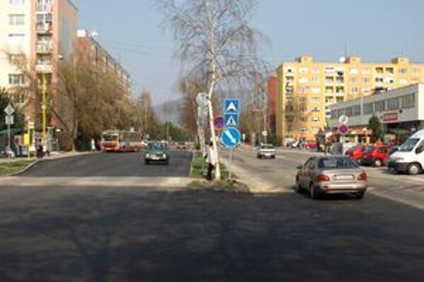 Mesto chce osadiť značky a zvýrazniť jazdné pruhy.