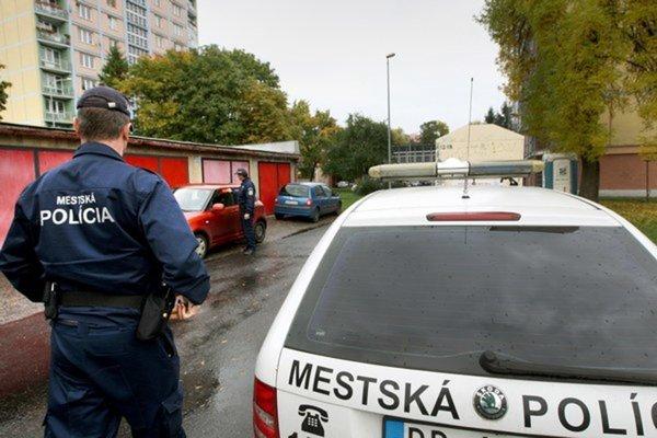 Pohyb podozrivých osôb nahláste mestskej polícii.