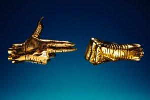 Logo dua Run the Jewels dobre zachytáva protestný druh ich hudby. Jedna ruka ukazuje pištoľ, druhá zovretú päsť.