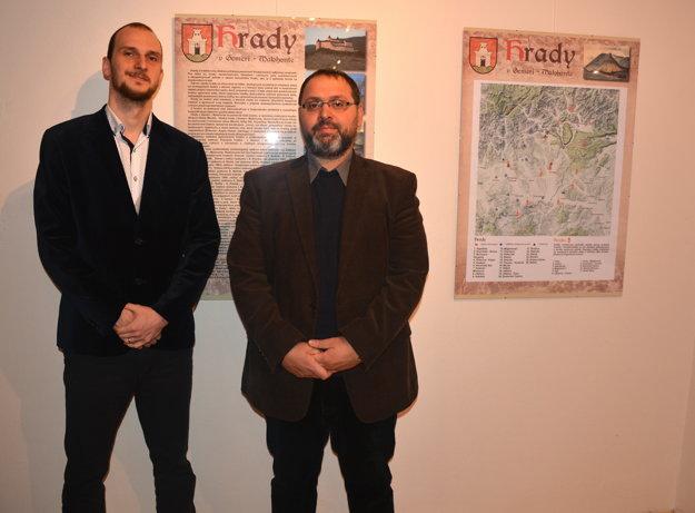 Daniel Bešina (vľavo) aAlexander Botoš. Pracovníci Gemerského malohontského múzea prišli predstaviť putovnú výstavu ohradoch.