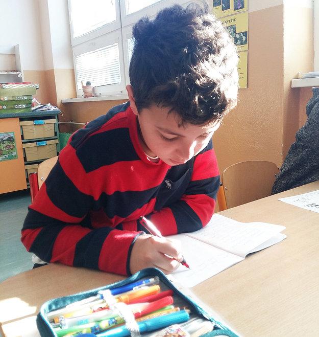 Allel Azzouz Turac sa bude šesť mesiacov učiť vrabčianskej škole čítať apísať po slovensky.