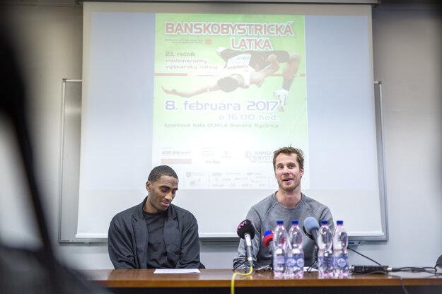Zľava: Víťaz Diamantovej ligy Erik Kynard a olympijský víťaz v skoku do výšky Derek Drouin počas tlačovej konferencie pred 23. ročníkom Banskobystrickej latky (BBL).