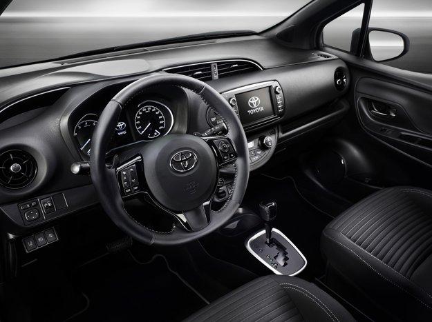 Pohľad do prepracovaného interiéru modernizovanej Toyoty Yaris