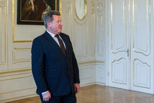 Exšéf Úradu pre reguláciu sieťových odvetví Jozef Holjenčík bol svoju rezignáciu oznámiť prezidentovi Andrejovi Kiskovi.
