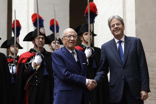 Tuniský prezident Bádží Káid as-Sabsí a taliansky premiér Paolo Gentiloni.