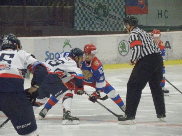 Úvodné buly zápasu Slovensko - Rusko U23