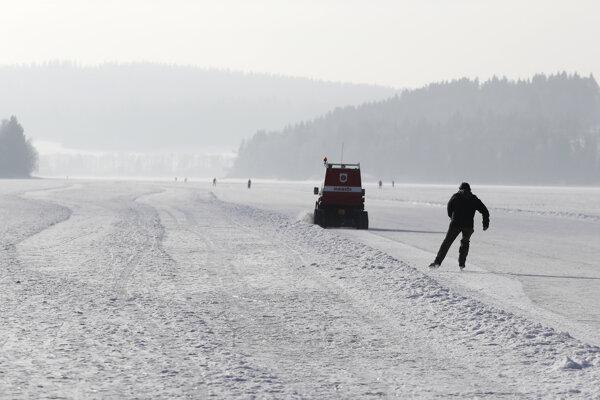 Korčuliarska magistrála na českej priehrade Lipno.