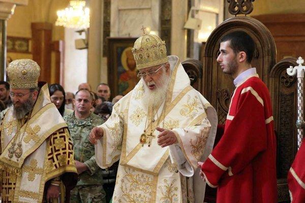 Patriarcha Eliáš (v strede).