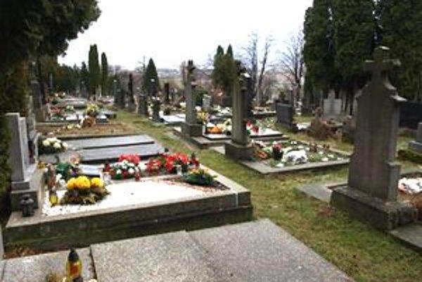 Správca cintorína už nebude mať výhradné právo na zabezpečenie smútočného obradu.