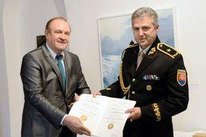Policajný prezident Tibor Gašpar sa podpísal pod dokument Neformálneho ekonomického fóra – Hospodárskeho klubu, ktorý je plný výmyslov a konšpirácií.