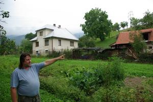 Šútovom, dedinou medzi Martinom a Ružomberkom, má viesť aj proti vôli domácich diaľnica. Buldozéry už nemusia zastaviť ani súdy. O svoj pozemok má prísť aj pán Balko.