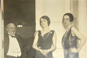 Fotka zfotoalbumu Múzea Betliar. Na fotke je predposledný majiteľ kaštieľa gróf Gejza Andrássy vpredpísanom oblečení – smokingu. Fotka je približne z20. až 30. rokov 20. storočia.
