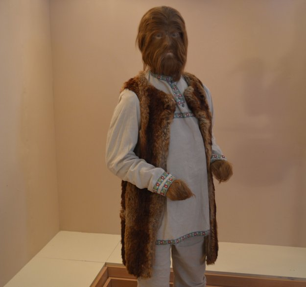 Najstaršej figuríne tiahne na 80. Ide omuža svlčím syndrómom – Fjodra Jeftičeva.