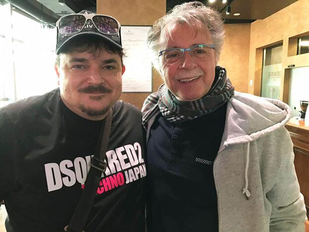 Medzi klientov Goal Travelu sa zaradil aj hudobník Pavol Hammel. Vľavo Marek Farkaš.