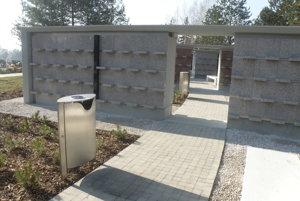 Kolumbárium na prievidzskom cintoríne je už hotové, pochovávať sa v ňom však ešte nedá.