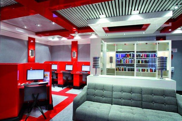 Costa Luminosa: Knižnica a internetový kútik.