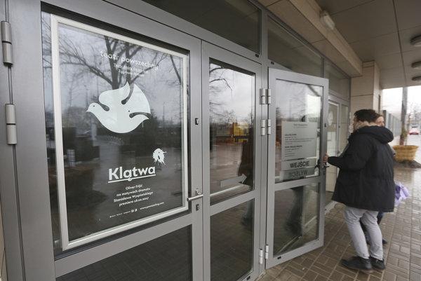 Poľská prokuratúra vyšetruje novú inscenáciu divadla Teatr Powszechny im. Zygmunta Hübnera Klatwa.
