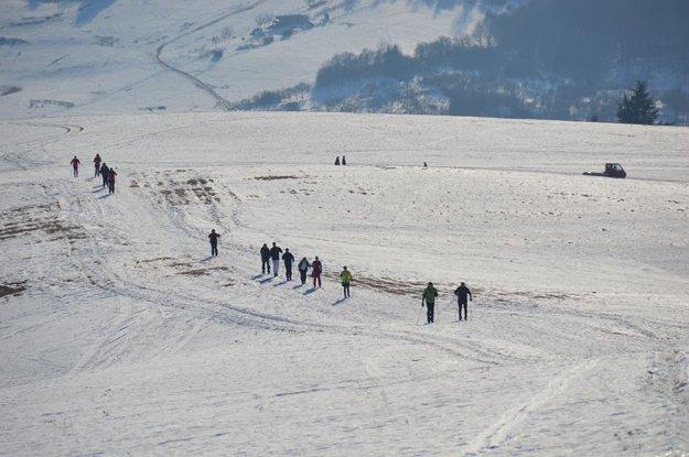 Trasy nad Papradnom upravuje aj ratrak. Kúpili ho turisti.