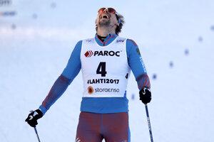 Sergej Usťugov sa teší po príjazde do cieľa.