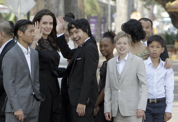 S deťmi v Kambodži.