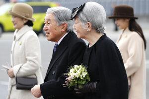 Japonský cisársky pár odcestoval na týždňovú návštevu Vietnamu a Thajska