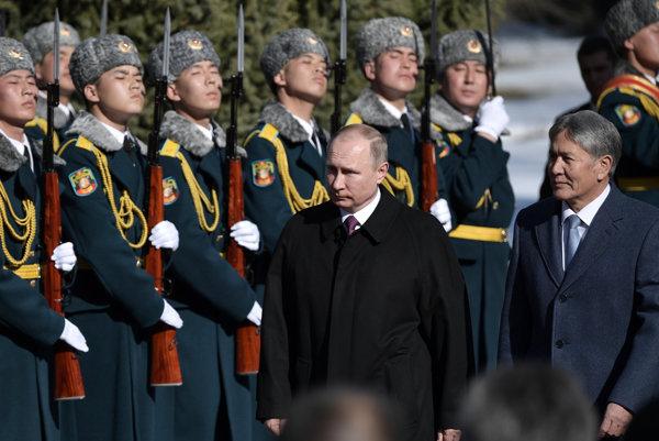 Prezident Putin a kirgizský prezident Almazbek Atambajev.