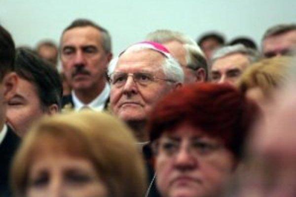 Arcibiskup Ján Sokol (v strede) na archívnej snímke z 1. januára 2007.