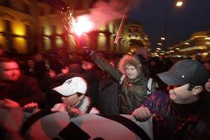 Polícia zatiaľ proti bieloruským protestom nezasahuje.