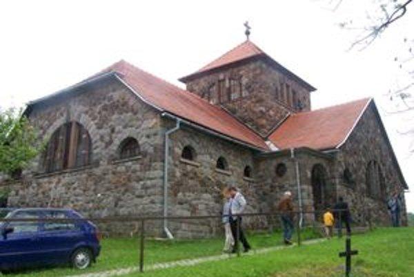 Kamenný kostol bol dôvodom vzniku zoznamu pamätihodností v Handlovej.