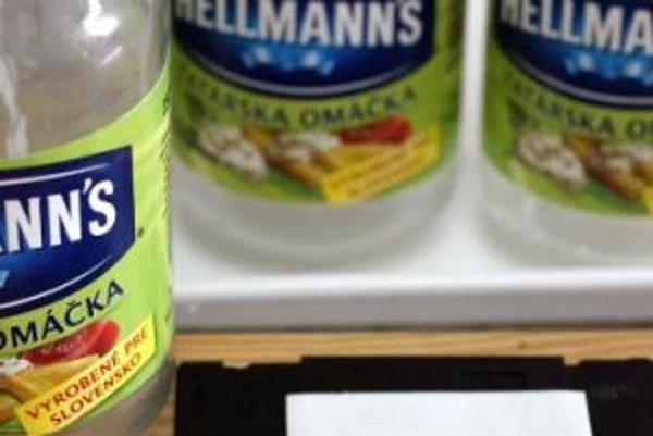 Tatárska omáčka Hellmannďs, 250 ml = 245 g balenie, s dátumom spotreby do 27. marca 2007 od výrobcu Unilever ČR a distribútora Unilever Slovensko, Štátna potravinová a veterinárna správa (ŠPVS) označila tento výrobok pre spotrebiteľa za nebezpečný, pretož