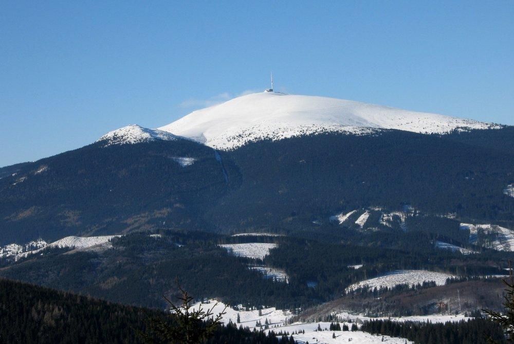 Dominantná Kráľova hoľa a Kráľova skala z Borovniaku.