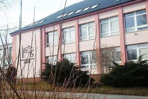 Cirkevná základná škola žiada onájom priestorov vbudove štátnej školy.