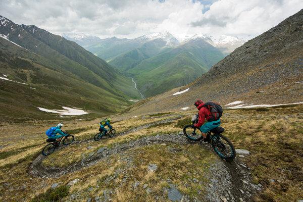 Na festivale bude aj film o ceste do Kazbegi, ktorý priblíži gruzínske ľudoprázdne hory, horské bicykle a partiu kamarátov, čo sa ich rozhodli zdolať.