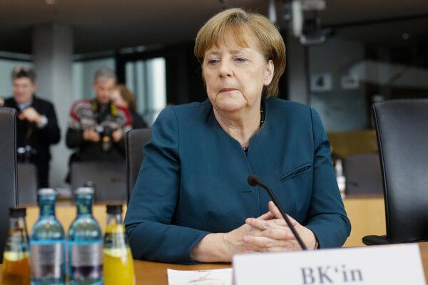 Nemecká kancelárka Angela Merkelová sedí v spolkovom parlamente v Berlíne 8. marca 2017.