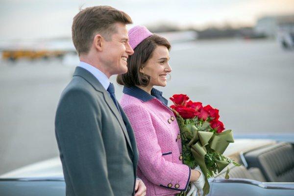 Šťastné časy s prezidentom Johnom F. Kennedym nie sú vo filme Jackie veľmi prítomné.