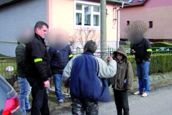 Vyšetrovanie.Polícia si vypočula napadnutých, útočníkov hľadali vosade.