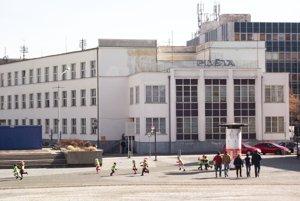 Budova, v ktorej sídli hlavná pošta, je vyhlásená za kultúrnu pamiatku. Teraz je na predaj.