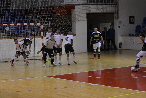 Futsalový duel medzi Lučencom a Banskou Bystricou.