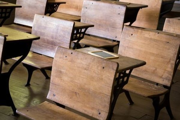 V minulosti to mal učiteľský stav jednoduchšie. Vyslal žiakov na pochôdzky pre prilepšenie. Dialo sa to práve na Gregora 12. marca.