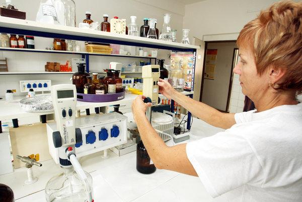 Epidemiológovia upozorňujú, že očkovanie môže mať vplyv na priebeh choroby.