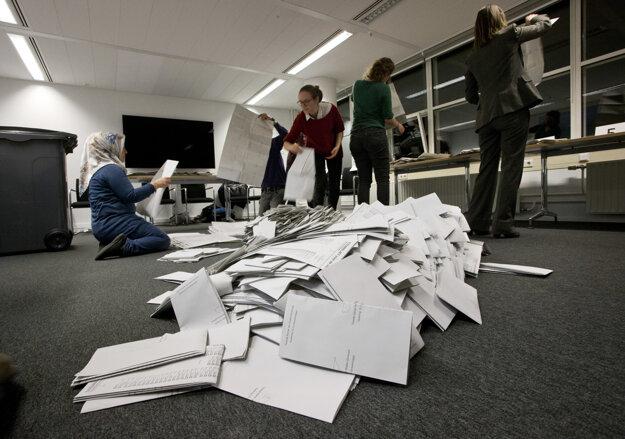 Spočítavanie výsledkov v holandských voľbách.