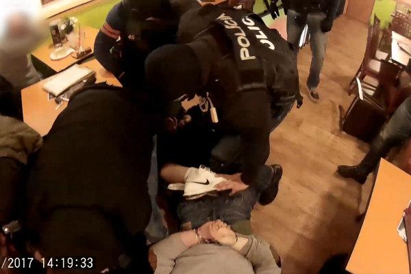 Policajný zásah.