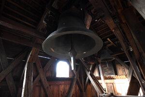 Zvony vo veži.