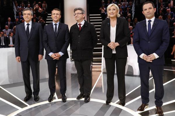 Kandidáti na francúzskeho prezidenta zľava Francois Fillon, Emmanuel Macron, Jean-Luc Mélenchon, Marine Le Penová a Benoit Hamon.
