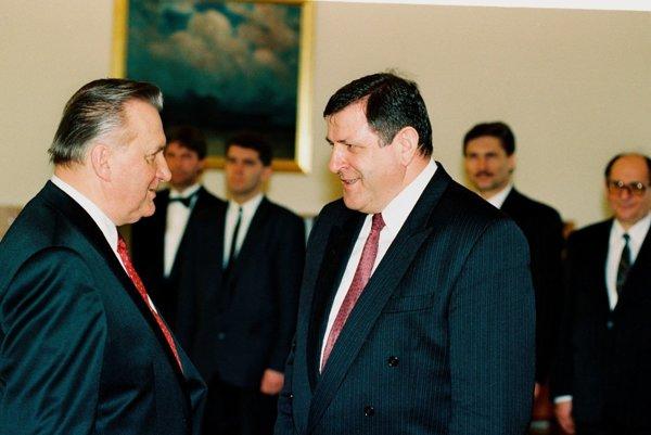 Prezident Andrej Kiska nerozumie, prečo chce vláda popri Mečiarových amnestiách rušiť aj milosť prezidenta Michala Kováča pre svojho syna.